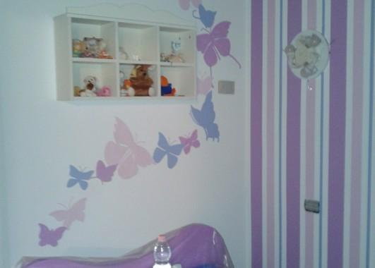 Camera A Righe Verticali : Decorazione a parete di farfalle stilizzate e righe vernicefresca