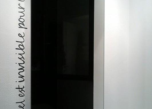 Scritta decorativa in un bagno privato